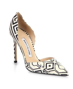 You know Carrie Bradshaw would have had these... Sexy black and ivory Manolo Blahnik Tayler Snakeskin Pumps ($875) #manoloblahnikheelsfashion