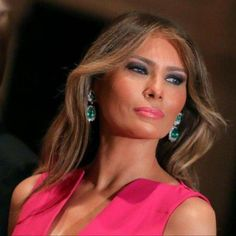 Our Beautiful First Lady Melania Trump, may God bless her Beautiful Celebrities, Beautiful People, Beautiful Things, Beautiful Women, Donald Trump, Melina Trump, First Lady Of America, Melania Knauss Trump, Trump Picture