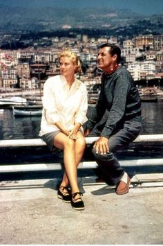 Grace Kelly and Cary Grant on the set of To Catch a Thief, Cinema Style: Grace Kelly Old Hollywood, Viejo Hollywood, Hollywood Stars, Classic Hollywood, Grace Kelly Mode, Grace Kelly Style, Princess Grace Kelly, Cary Grant, Monaco As