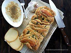 Bernika - mój kulinarny pamiętnik: Przekładany chleb z wędzonym serem i pieczonym czo...