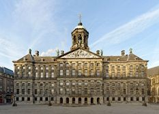 Amsterdam's Royal Palace is in the heart of the city, on Dam Square. Like Huis ten Bosch Palace and Noordeinde Palace, it has been placed at the Queen's disposal by Act of Parliament.