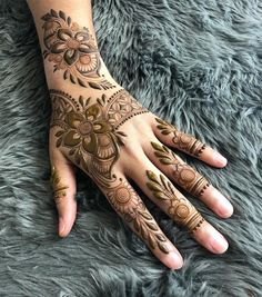 When you're getting married, you want everything to be absolutely perfect, so why pick generic mehndi designs for your look? Check out these 8 Indian mehndi designs for hands that are stunning! Pretty Henna Designs, Rose Mehndi Designs, Khafif Mehndi Design, Indian Mehndi Designs, Stylish Mehndi Designs, Mehndi Design Pictures, Wedding Mehndi Designs, Mehndi Designs For Fingers, Latest Mehndi Designs