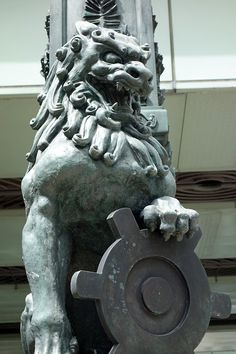 [Town] The statue of a lion called Shishi in Nihonbashi