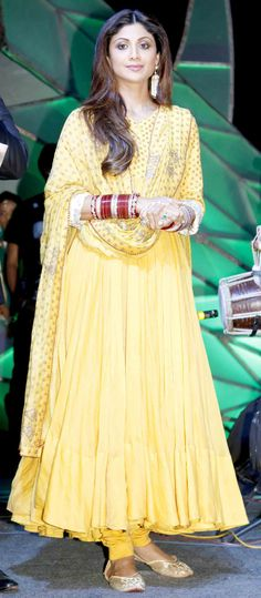 Shilpa Shetty : Photos: Top Bollywood stars honoured at Baisakhi 2015 Bollywood Stars, Bollywood Fashion, Indian Attire, Indian Wear, Indian Dresses, Indian Outfits, Star Fashion, Fashion Outfits, Anarkali Dress