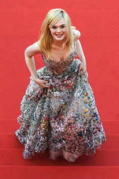 Fanning Is on a Whimsy Parade at Cannes - Dior Dress - Ideas of Dior Dress - details // Elle Fanning in Christian Dior at the 2017 Cannes Film Festival Cannes Film Festival, Festival 2017, Dakota And Elle Fanning, Jeanne Damas, Jane Birkin, Sophia Loren, Red Carpet Looks, Red Carpet Dresses, Mode Inspiration