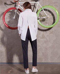 Credeti ca este doar inca o camasa eleganta dama, dar nu este asa. Este camasa EVA, o piesa interesanta prin croiala si versatile prin modelul sau. O puteti asorta cu usurinta intr-o multitudine de variante fara prea mare greutate. Este un model aparte, plecand de la conceptul simplu si clasic pentru a ne da libertate in accesorizare. Suits, My Style, Model, Fashion, Moda, Fashion Styles, Suit, Fasion, Costumes