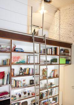 Estante de Livros com Escada de Ana Bumachar - Viva Decora