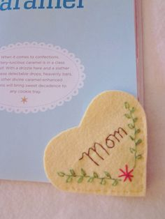 In a buttery yellow wool felt, a great gift for a special mom. Craft Gifts, Diy Gifts, Fabric Crafts, Paper Crafts, Sewing Projects, Projects To Try, Valentine Crafts For Kids, Valentines, Felt Bookmark