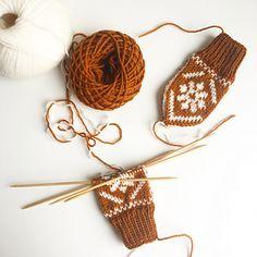 Ravelry: Snøblomstvotter / Snow Flower Mittens pattern by Tonje Haugli Snow Flower, Mittens Pattern, Baby Knitting, Ravelry, Knit Crochet, Crochet Earrings, Hair Accessories, Flowers, Kids