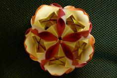 Origami Arabesque. Confecção: Erika Karnauchovas, 2012.