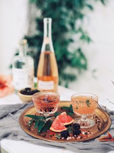 Signature grapefruit cocktail: http://www.stylemepretty.com/little-black-book-blog/2016/04/01/modern-wedding-inspiration-with-chic-copper-touches/ | Photography: Luna de Mare - http://www.lunademarephotography.com/