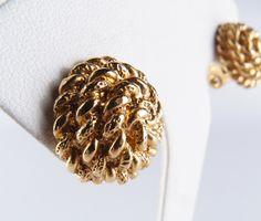 unsign Vintageゴールドトーン渦巻きイヤリング! ゴールドトーンのグルグルと丸く渦巻きになったデザインのイヤリングです。