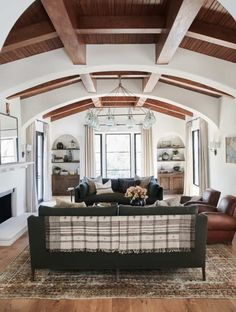 Home Renovation Inspiration Dream House Tour: Beautiful Spanish Revival Home in Los Angeles - Martin Construction along with Amber Interiors renovated this gorgeous Spanish Revival home in the Pacific Palisades, California. Spanish Revival Home, Spanish Style Homes, Spanish House, Spanish Style Interiors, Spanish Home Decor, Spanish Interior, Villa, My Living Room, Home And Living