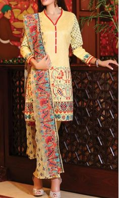 If you want a dress which can make you beautiful in simple way then you have to… Buy Salwar Kameez Online, Ladies Salwar Kameez, Pakistani Salwar Kameez, Lawn Suits, Summer Outfits, Baby Outfits, Pakistani Designers, Pakistani Outfits, Cotton Dresses