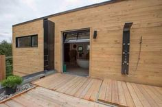 man transforms shipping containers into nice home 15 Man transforms 4 shipping containers into a luxurious house he can call his own (18 Photos)