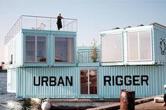 De Bjarke Ingels Group kwam met een oplossing voor het groeiende tekort aan (betaalbare) studentenhuizen en creëerde een drijvende variant. Ze toverden voormalig zeecontainers om tot studentenhuizen, stapelden ze en zorgden dat ze bleven drijven. Iedere cluster van containers bevat vijftien woonruimtes, met in het midden een gemeenschappelijke tuin.