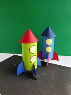 Homemade Rocket Craft For Kids - Craft Play Learn Space Crafts For Kids, Craft Activities For Kids, Preschool Crafts, Diy For Kids, Space Activities, Hand Crafts For Kids, Rocket Craft, Diy Rocket, Spaceship Craft