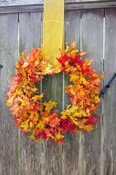 Fall Leaf Wreath | 15 DIY Ideas for Autumn Leaves at http://pioneersettler.com/diy-ideas-autumn-leaves/
