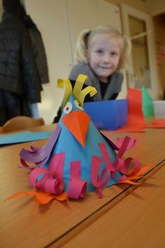 Wensvogels maken « Samenspel op de BSO Paper Crafts For Kids, Easter Crafts, Diy And Crafts, First Grade Art, Art Projects, Projects To Try, Chicken Crafts, Hay Day, Diy Ostern