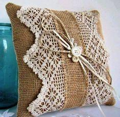Olá!!!   Estou compartilhando esses modelos de almofadas de crochê para servir de inspiração para vocês!!!!   Espero que gostem!!!   Bjs......