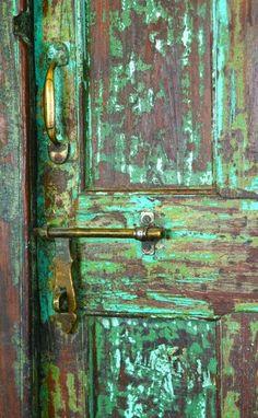 Green - Patina Door - love the colors Knobs And Knockers, Door Knobs, Door Handles, When One Door Closes, Door Detail, Cool Doors, Garden Doors, Antique Doors, Closed Doors