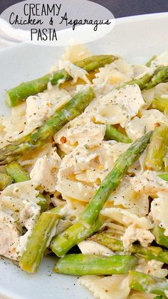 Creamy Chicken and Asparagus Pasta is a recipe everyone loves. Creamy, flavorful and filled with hearty ingredients like chicken, pasta, cream, and asparagus!