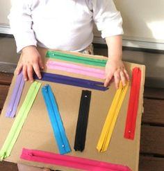 Hoje vou dar algumas ideias de como transformar uma caixa de papelão em um super brinquedo, que além de ser muito interessante vai estimular a coordenação motora fina. A medida que a criança vai cr...