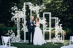 Stylish wedding ceremony on the roof / geometric backdrop Wedding Ceremony Backdrop, Wedding Stage, Ceremony Decorations, Wedding Centerpieces, Wedding Events, Dream Wedding, Wedding Backdrops, Wedding Entrance, Backdrop Decorations