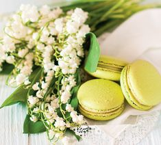 Macarons cu lămâie verde | Retete culinare - Romanesti si din Bucataria internationala Ratatouille, Macarons, Hummus, Quiche, Camembert Cheese, Cookie Recipes, Food And Drink, Sweets, Cookies