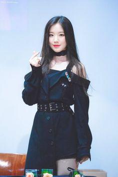 dedicated to female kpop idols. Kpop Girl Groups, Korean Girl Groups, Kpop Girls, Kpop Fashion, Korean Fashion, Fashion Outfits, Fashion Ideas, Stage Outfits, Kpop Outfits