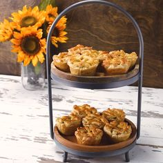Mini Pot Pies Recipe by Tasty (with video) I Love Food, Good Food, Yummy Food, Tasty Snacks, Mini Pot Pies, Great Recipes, Favorite Recipes, Holiday Recipes, Quiches