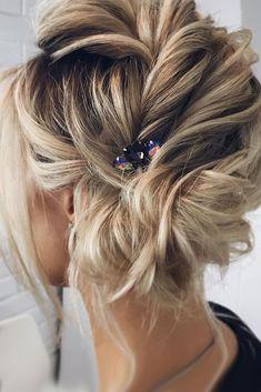 Bridal Hairstyles : 30 Wedding Updos For Short Hair ❤ wedding updos for short hair side updo blond. Bob Updo, Short Hair Updo, Short Hair Cuts, Short Hair Styles, Curly Bun, Messy Wedding Hair, Bridal Hair, Chic Hairstyles, Wedding Hairstyles