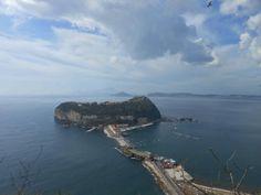 Napoli, vista su Nisida. Apertivo con amici