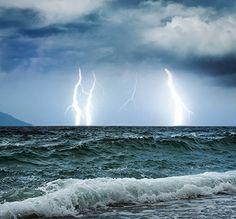 Dicas para se proteger de raios de tempestades.