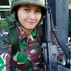 Gadis Rupawan: Smile Cute Beautiful Army of Indonesian Military Women, Military Fashion, Military Style, Camo Guns, Smoke Bomb Photography, Army Police, Female Soldier, Girls Uniforms, Master Chief