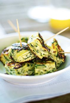 Zucchini and onion tortilla recipe – Marie Claire Easy Healthy Recipes, Quick Easy Meals, Healthy Drinks, Healthy Snacks, Vegetarian Appetizers, Appetizer Recipes, Vegetarian Recipes, Cooking Recipes, Zucchini Onion Recipe