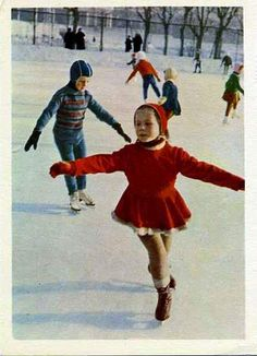 Oh, the childhood ice skating memories this brings back. I grew up ice skating & always outdoor rinks downtown Winter Fun, Winter Sports, Ice Skating, Figure Skating, Old Photos, Vintage Photos, Portraits Victoriens, Vintage Magazine, The Good Old Days