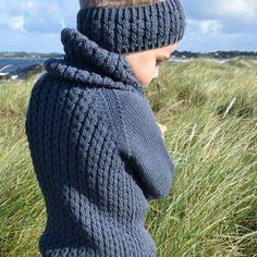 Ribbeluen - gratis oppskrift Baby Knitting Patterns, Knitted Hats, Knit Crochet, Turtle Neck, Sweaters, Crocheting, English, Dress, Fashion