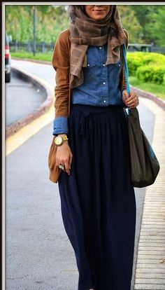 This super excellent and modest outfit would look sweeeet at work during the chilly months.