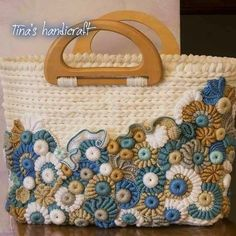 It is a website for handmade creations,with free patterns for croshet and knitting , in many techniques & designs. Crochet Tote, Crochet Handbags, Crochet Purses, Knit Crochet, Freeform Crochet, Irish Crochet, Diy Tote Bag, Handmade Purses, Crochet Accessories