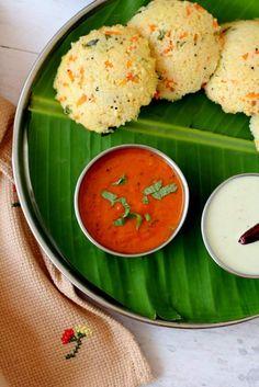 Thakkali chutney recipe, a tasty, south Indian style tomato chutney for dosa and idli. Learn how to make thakkali chutney that's easy and quick to make Tomato Chutney For Idli, South Indian Tomato Chutney, Chutney Varieties, Varieties Of Tomatoes, Indian Food Recipes, Vegetarian Recipes, Ethnic Recipes, Garlic Uses, Chutney Recipes