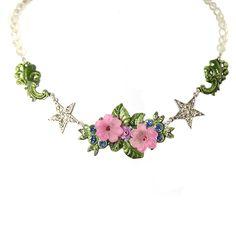 """Besonders feminine Perlenkette """"Sternchen"""" aus der Lola Paltinger Schmuck Kollektion."""