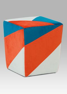 TAB-107 ORA2 Moderní designový taburet v oblíbených barvách, který bude ozdobou každého moderního interiéru či dětského pokoje. Nosnost tohoto taburetu je do 80 kg.