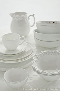Beautiful shot and beautiful white dishes! via @Meeta Wolff