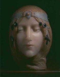 Mask in Pate de Verre of Cleo de Merode by Georges Despret | Collection Gillion Crowet / foto : Bruno Piazza | JV
