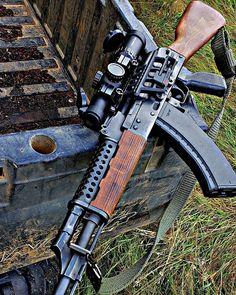 Sci Fi Weapons, Weapons Guns, Airsoft Guns, Guns And Ammo, Kalashnikov Rifle, Armas Ninja, Battle Rifle, Shooting Guns, Custom Guns