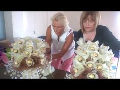 A short snippet of Jenny from Wiltshire, UK who attended a chocolate bouquet training course with Natalie of Coco Blooms. Bouquet Box, Diy Bouquet, Candy Bouquet, Lindt Chocolate, Chocolate Gifts, Crepe Paper, Paper Paper, Chocolate Flowers Bouquet, Candy Arrangements