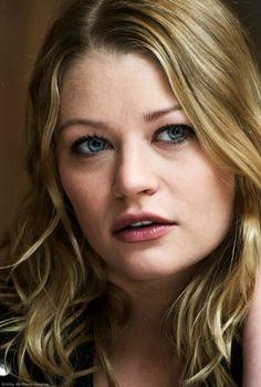 Emily de Ravin. LOVE her!!! Bu she's better as a brunette. :D