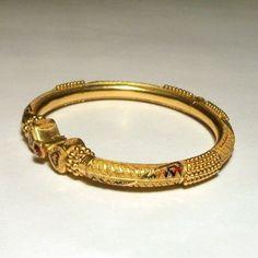 22ct Gold Bangle