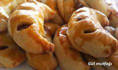 Kıymalı Ay Poğaça Tarifi Afghan Food Recipes, Turkish Recipes, Bagel, Food Network Recipes, Doughnut, Bread, Desserts, Middle, Tailgate Desserts